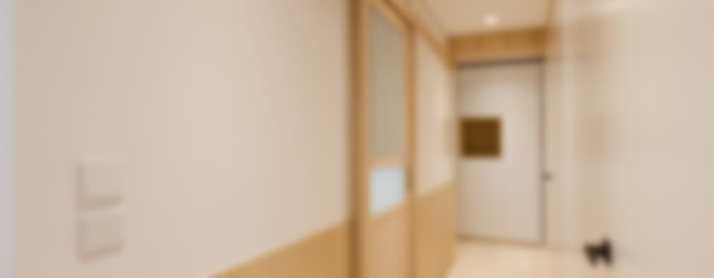 Corridor & hallway by arctitudesign