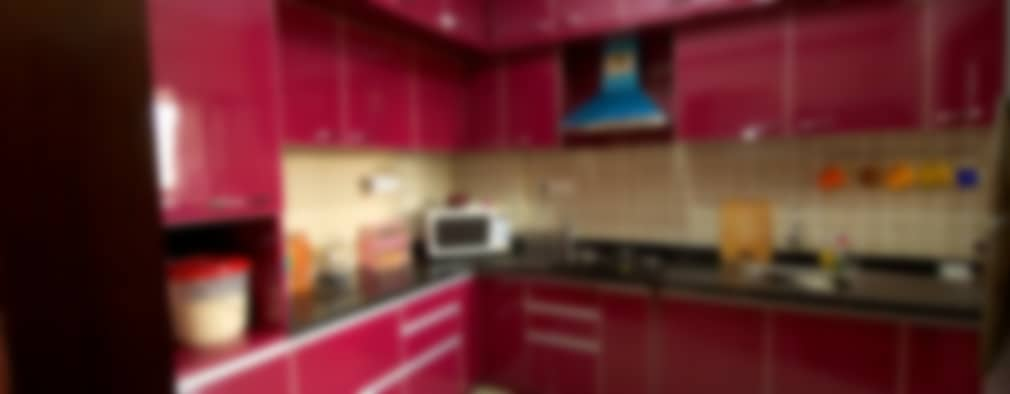 Cocinas de estilo moderno por Kriyartive Interior Design