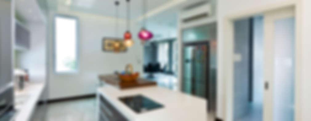 Cocinas de estilo moderno por Design Spirits