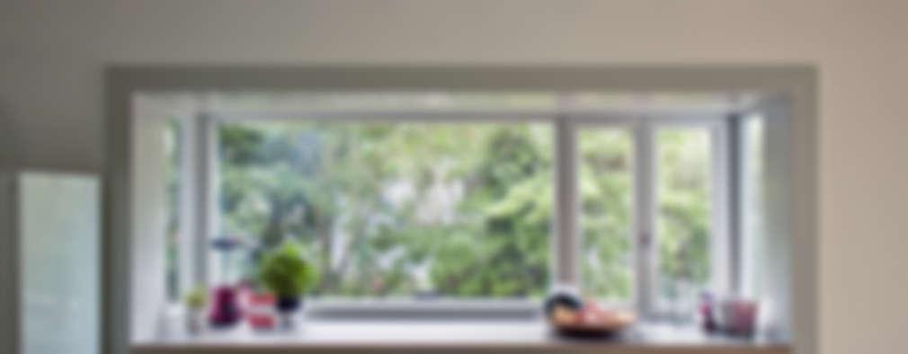 kitchen & bay window: modern Kitchen by brandt+simon architekten