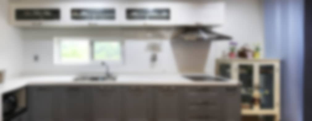 modern Kitchen by 윤성하우징