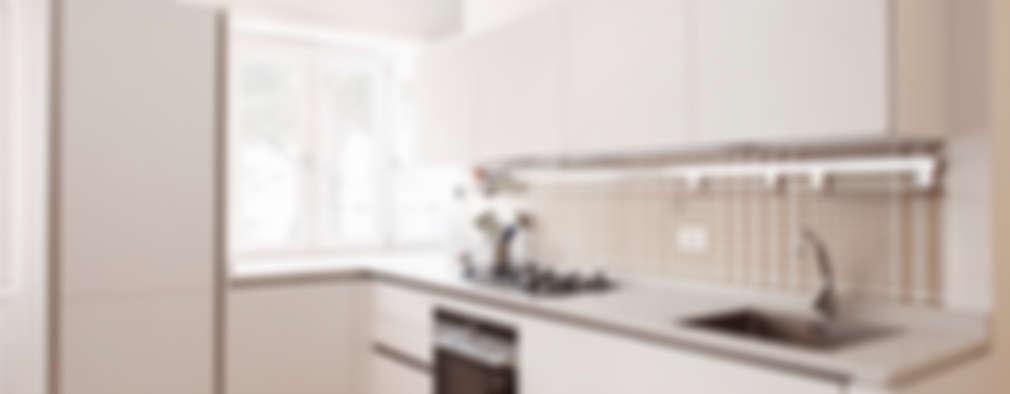 Cocinas de estilo moderno por Archenjoy - Studio di Architettura -