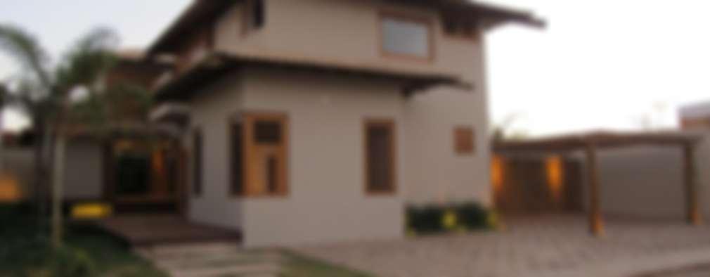rustic Houses by Cia de Arquitetura