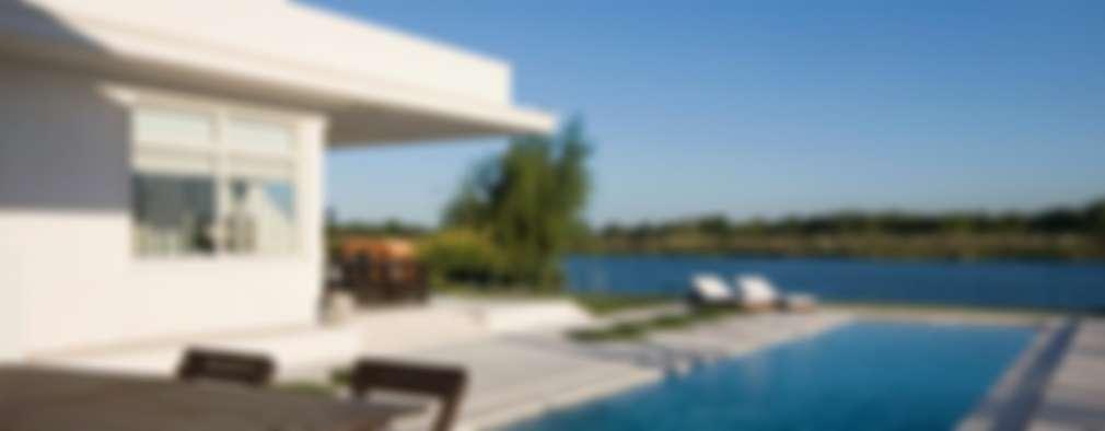 Pileta y lago: Casas de estilo moderno por CIBA ARQUITECTURA