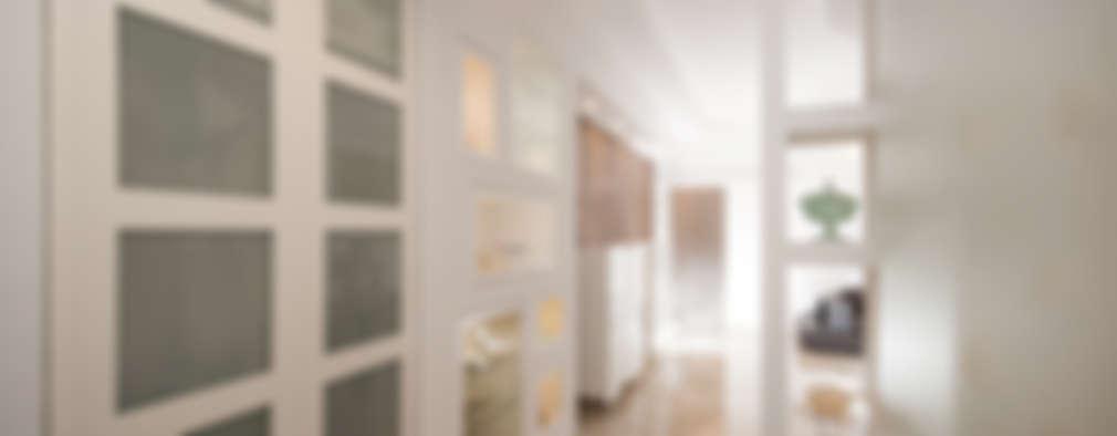 Ristrutturazione zona giorno: Ingresso & Corridoio in stile  di Fabiola Ferrarello architetto