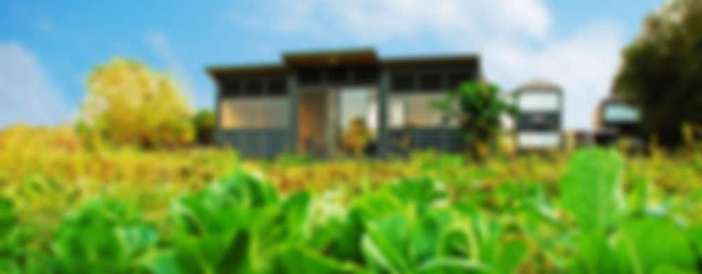 Casas de estilo rústico por FAMWOOD 自然紅屋