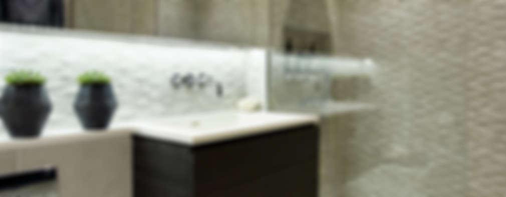 Baños de estilo  por Tailored Living Interiors