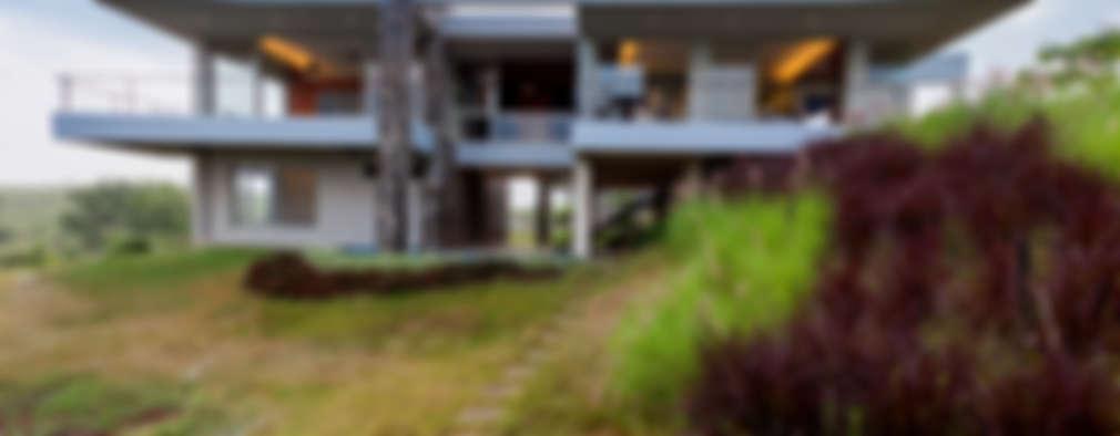 Kavardhara Villa : modern Houses by Inscape Designers