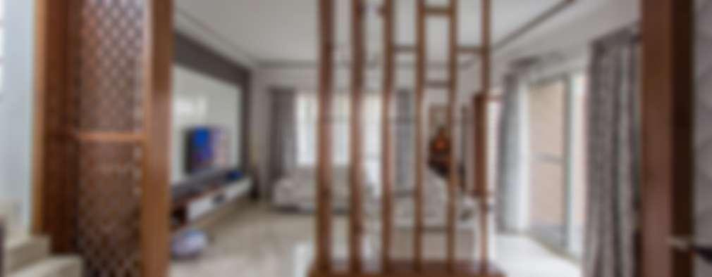 Salas de estilo clásico por In Built Concepts