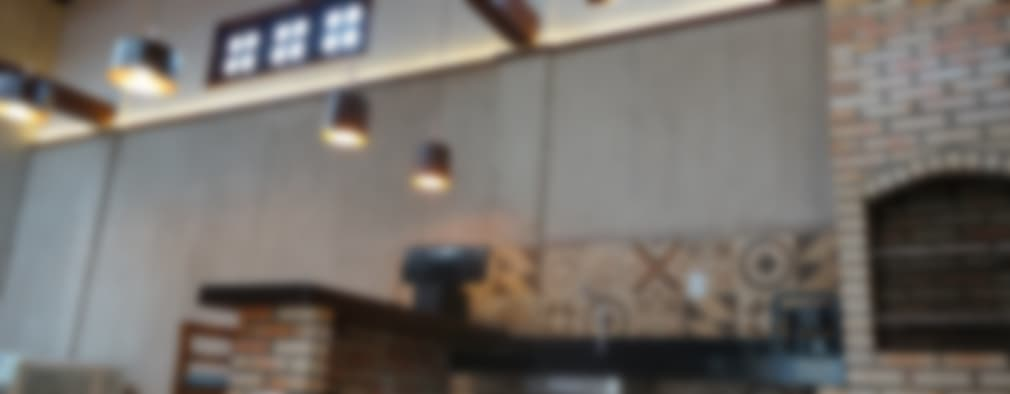 Garajes y galpones de estilo rústico por Reinaldo Pampolha Arquitetura