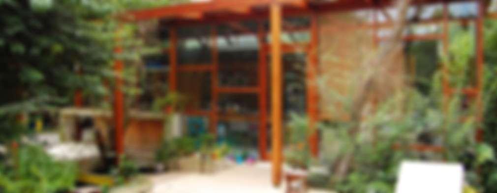 CASA VIVA: Casas de estilo industrial por Guadalupe Larrain arquitecta
