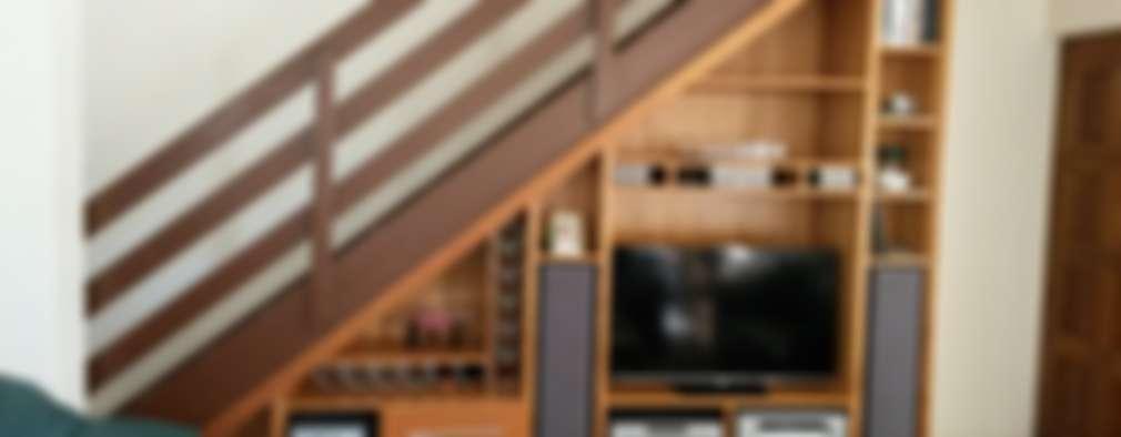 Pasillos y recibidores de estilo  por SCD Kitchens