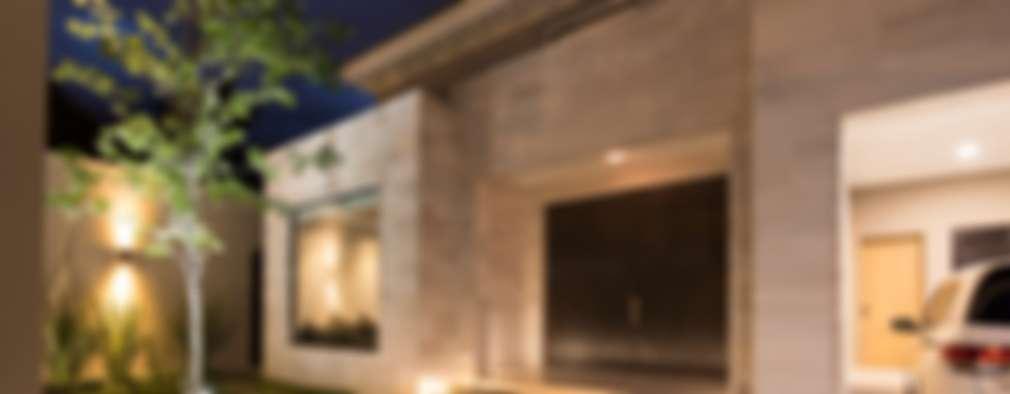 FACHADA PRINCIPAL: Casas de estilo moderno por Rousseau Arquitectos