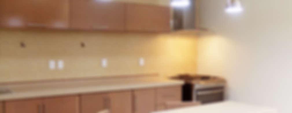 Cocinas de estilo moderno por 810 Arquitectos