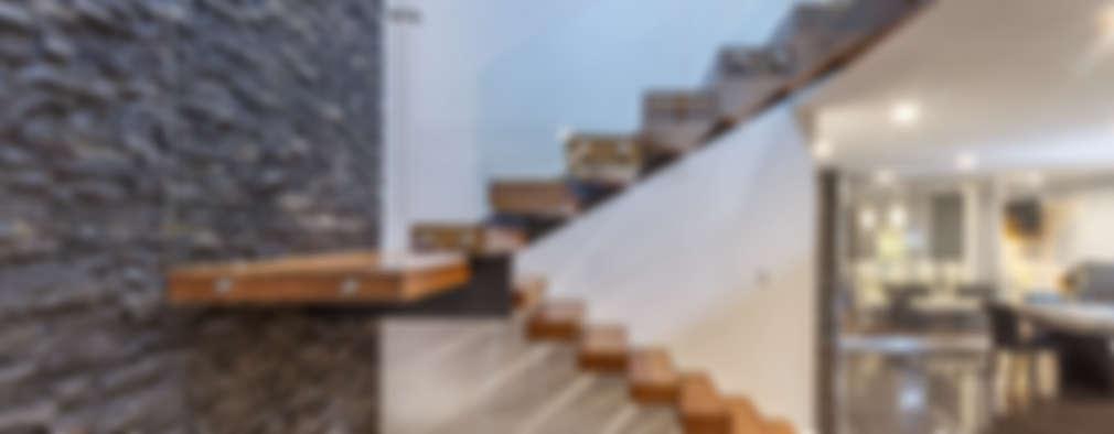 Casa Cumbres del Zamorano: Pasillos y recibidores de estilo  por SANTIAGO PARDO ARQUITECTO