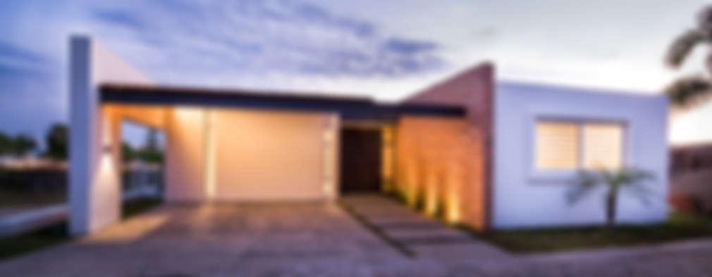 Fachada Principal: Casas de estilo clásico por René Flores Photography