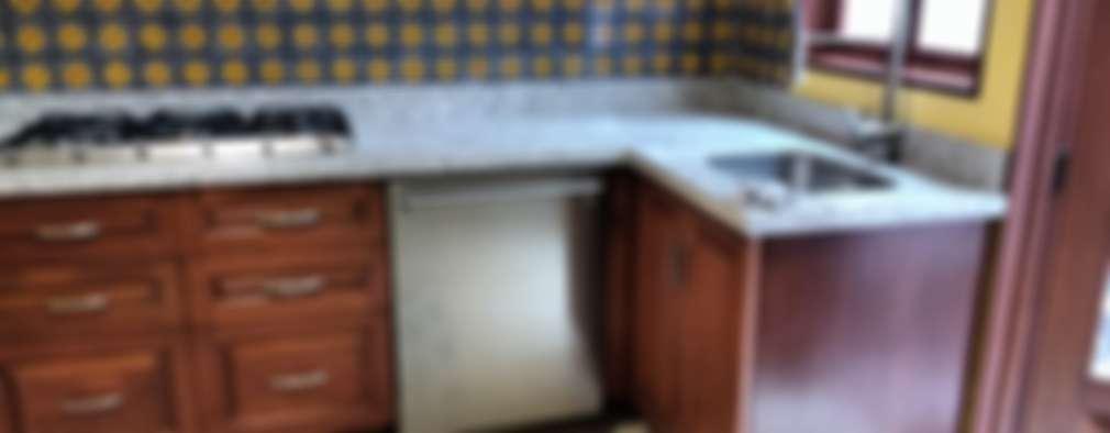 Cocina en Coyoacan: Cocinas de estilo colonial por BIG BANG ARQUITECTOS