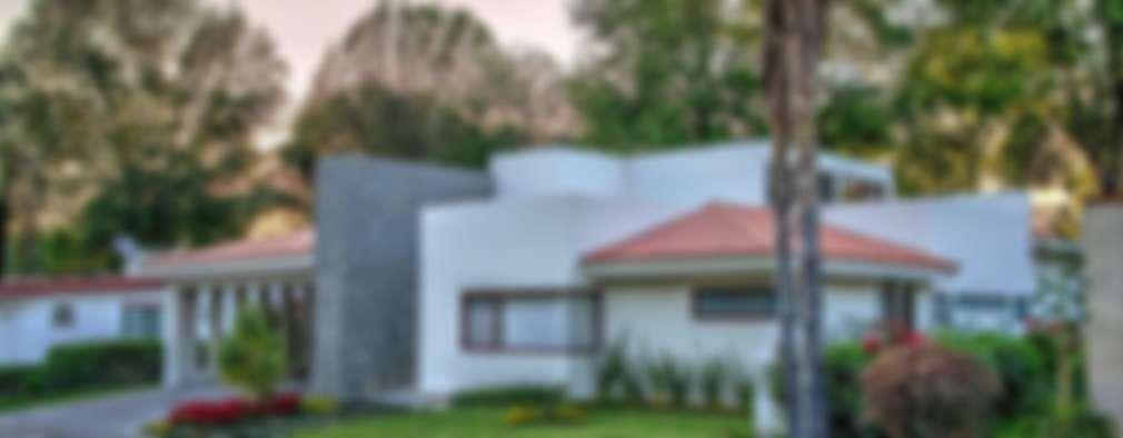 fachada frontal: Casas unifamiliares de estilo  por Stuen Arquitectos