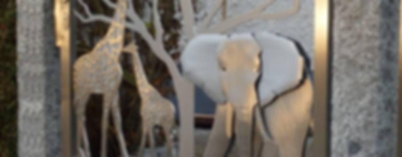 """Edelstahltore und Edelstahl Tordesign """"Out of Africa"""" Moderner Garten von Edelstahl Atelier Crouse: Modern"""
