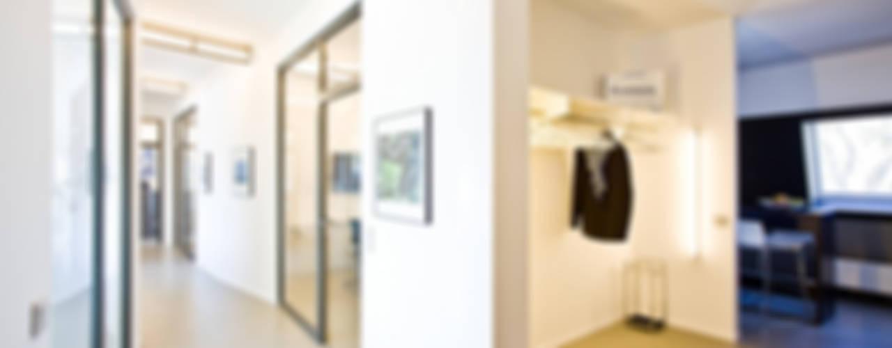Edificios de oficinas de estilo clásico de Agnes Lobisch | Gestaltung leben Clásico
