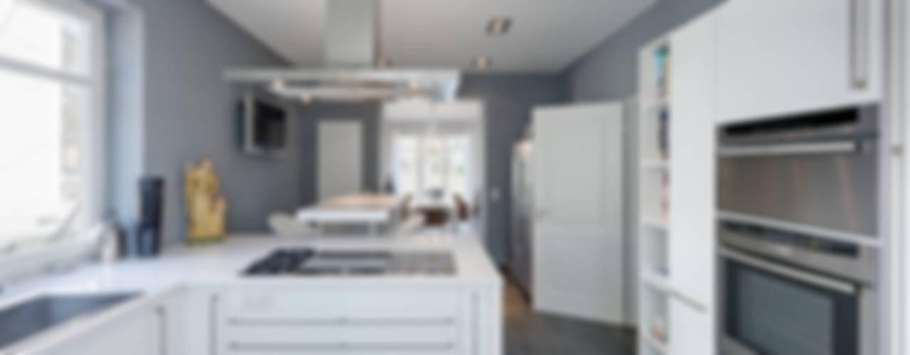 Villa Potsdam Moderne Küchen von BERLINRODEO interior concepts GmbH Modern