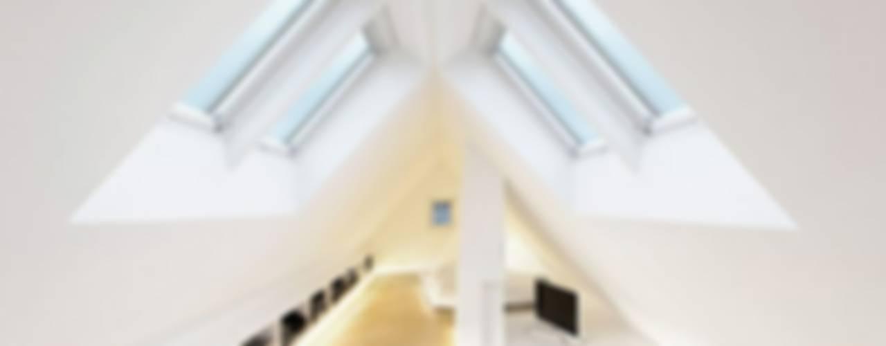 Dormitorios modernos: Ideas, imágenes y decoración de [lu:p] Architektur GmbH Moderno