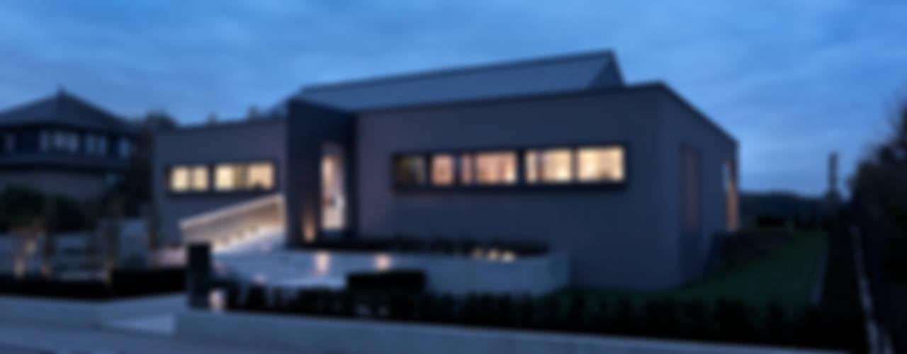 Hassel   Luxemburg Moderne Häuser von LEICHT Küchen AG Modern