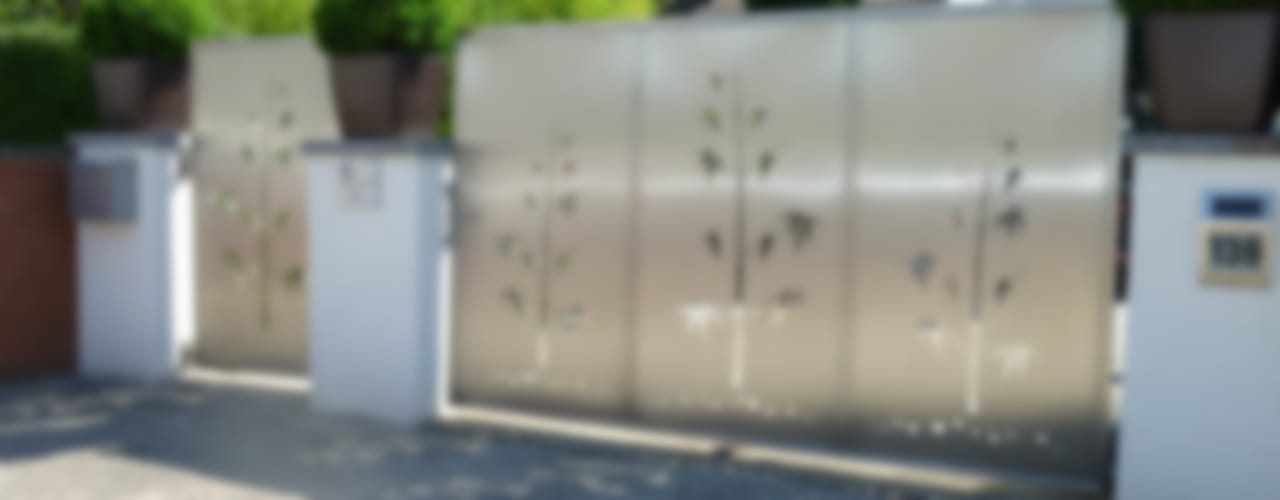 Jardines de estilo moderno de Edelstahl Atelier Crouse - individuelle Gartentore Moderno