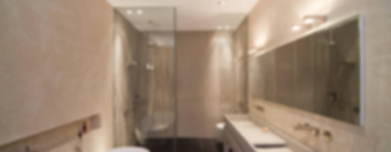 Badezimmer mit Mineralputz veredelt Moderne Badezimmer von Einwandfrei - innovative Malerarbeiten oHG Modern