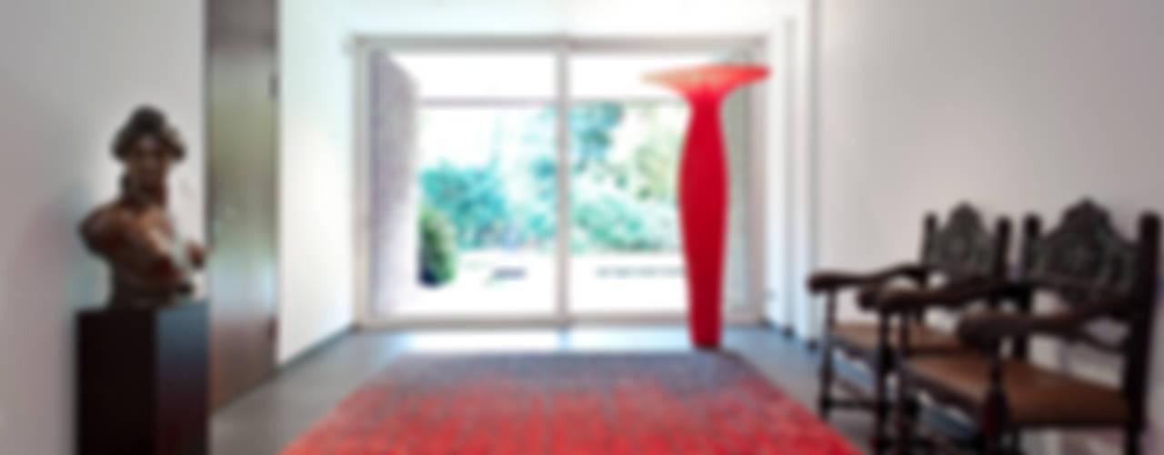 Pasillos, vestíbulos y escaleras de estilo moderno de schulz.rooms Moderno