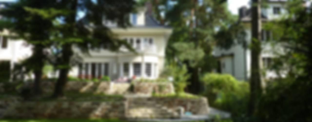 Blühender Hanggarten Klassischer Garten von neuegaerten-gartenkunst Klassisch