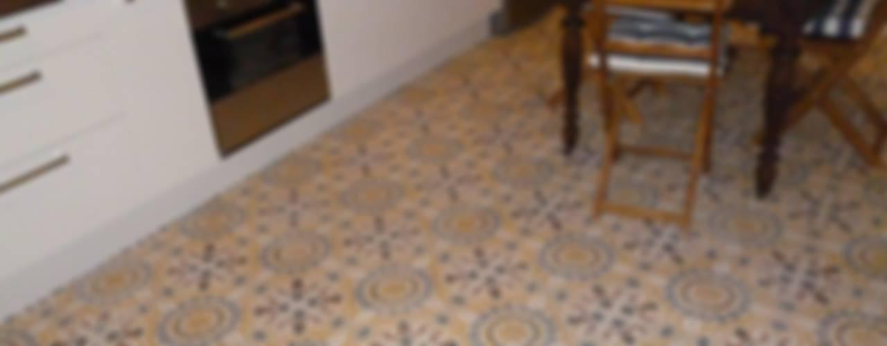 Baldosas Cásicas Dieño Marroquí:  de estilo colonial de Crafted Tiles, Colonial