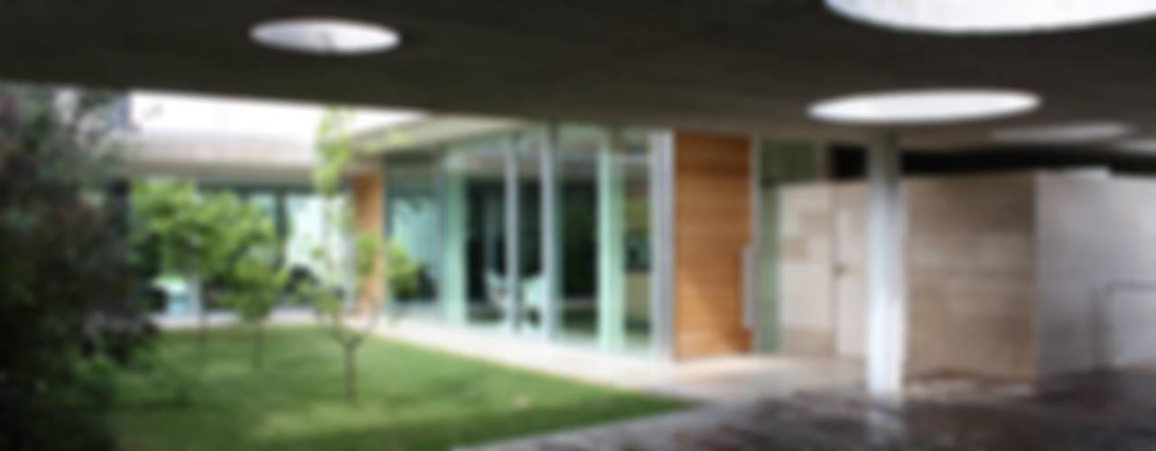 Balcones y terrazas de estilo moderno de iodicearchitetti Moderno