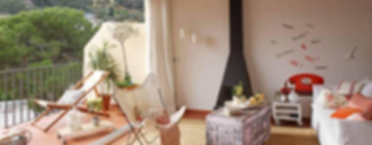 APARTAMENTO EN LA COSTA BRAVA Salones de estilo mediterráneo de Marta Sellarès - Interiorista Mediterráneo