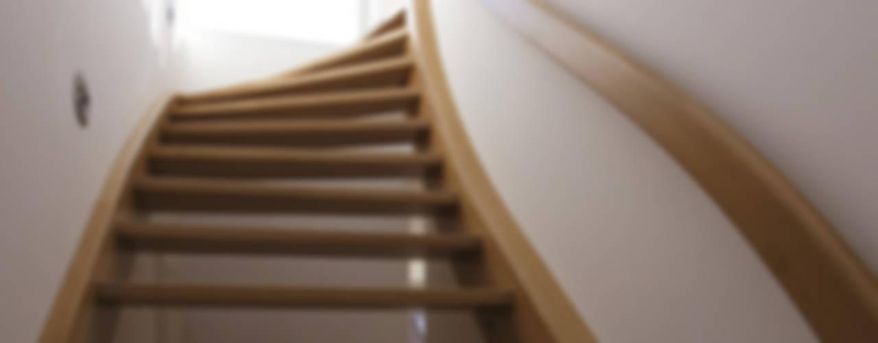 Pasillos, vestíbulos y escaleras de estilo clásico de CG VOGEL ARCHITEKTEN Clásico