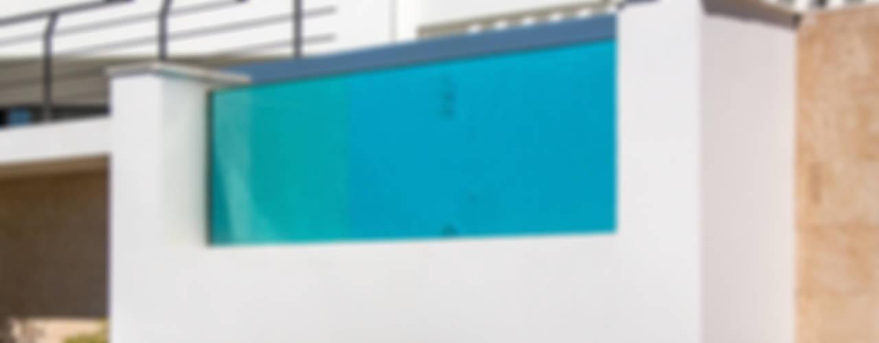 Piscina con pared de cristal de Gunitec Concept Pools