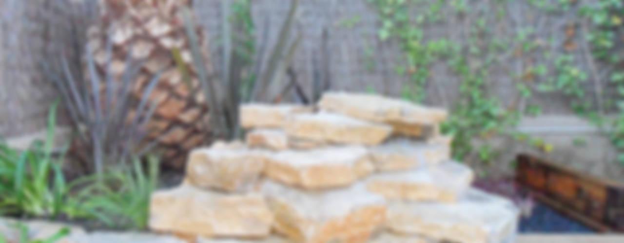Jardines de estilo  por Naturalgreen Jardiners