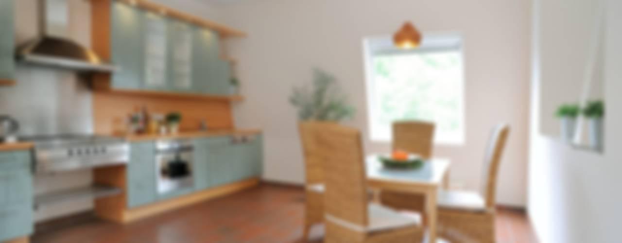 Verkaufsoptimierung: Exklusive DG-Maisonette in Berlin-Grunewald Rustikale Küchen von WELLHAUSEN Immobilien Styling Rustikal