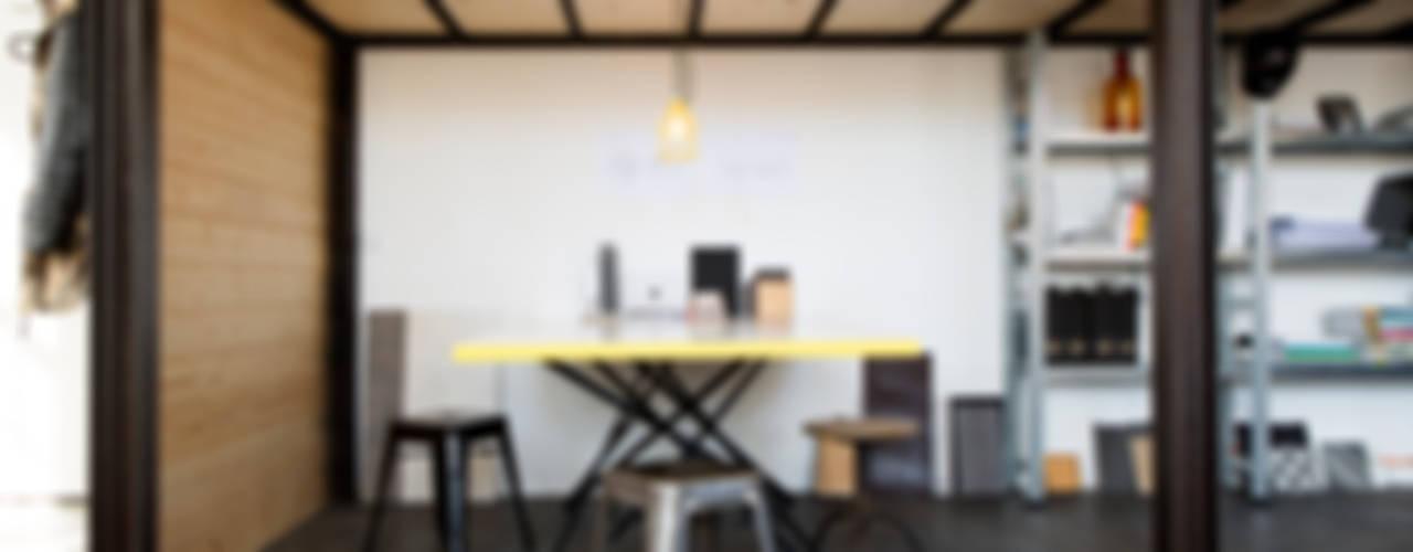 BESPOKE Office Industriale Bürogebäude von BESPOKE GmbH // Interior Design & Production Industrial