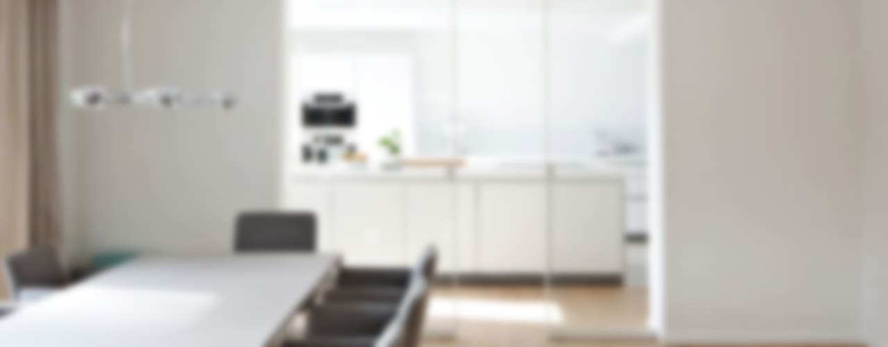 Salones de estilo moderno de KUHN GmbH Moderno