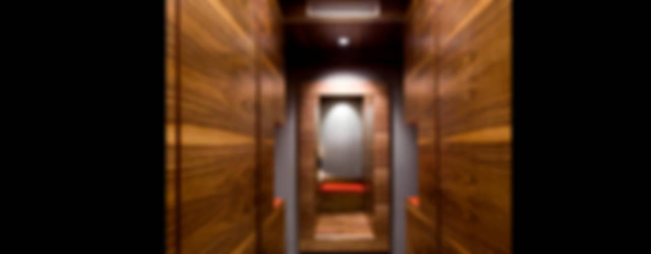 Pasillos, vestíbulos y escaleras de estilo ecléctico de homify Ecléctico