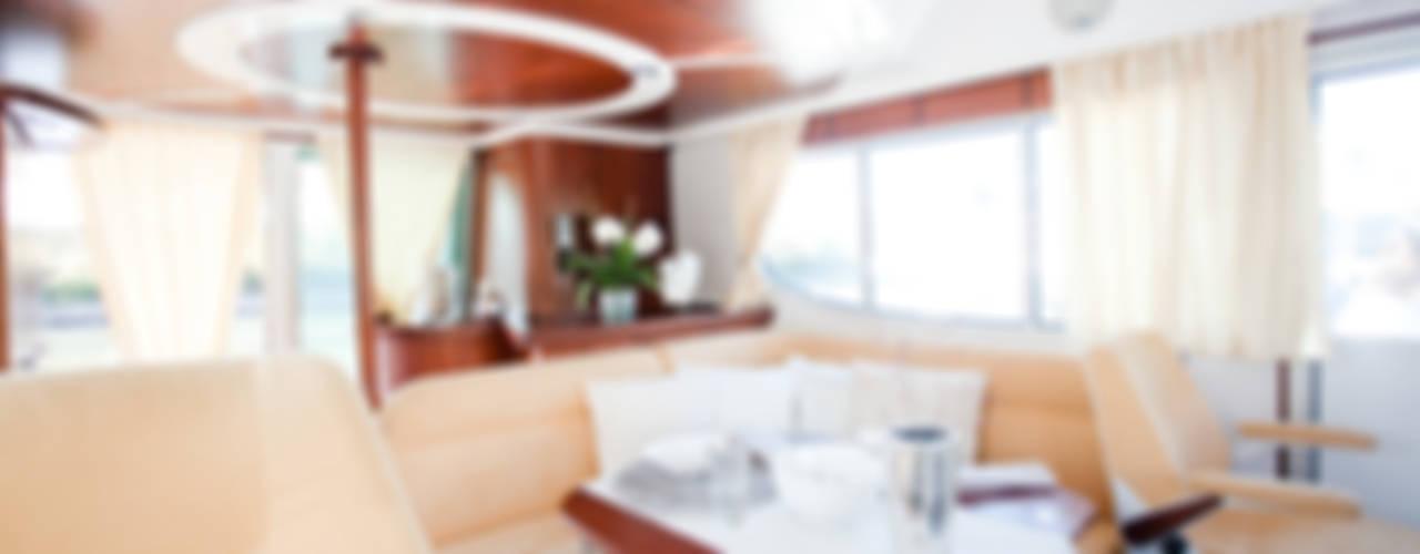 Яхты и катеры в классическом стиле от Münchner home staging Agentur GESCHKA Классический