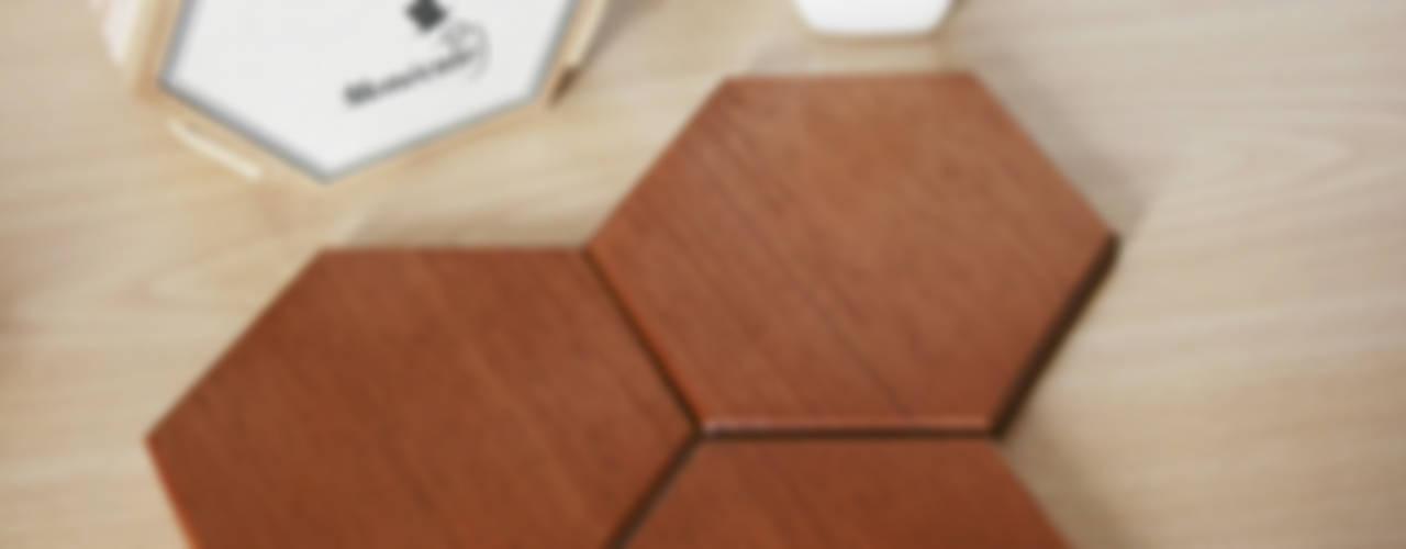 Bee Apis, wooden tiles for wall decor Monoculo Design Studio ArteOutras obras de arte