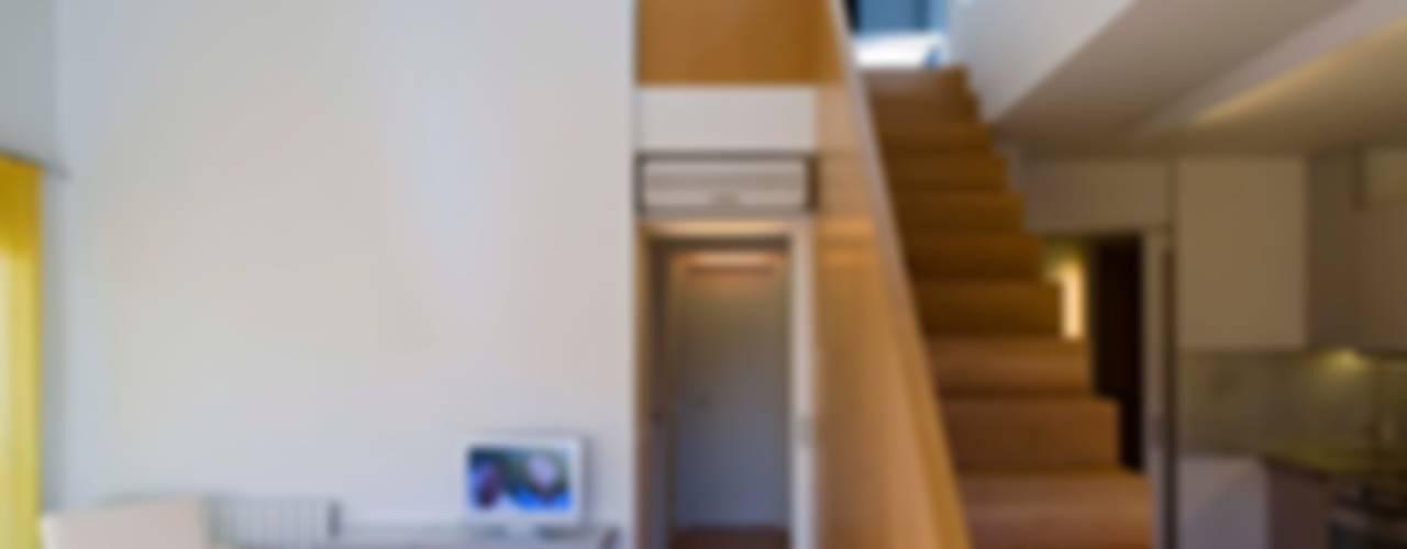Moderne Wohnzimmer von Estudi Agustí Costa Modern