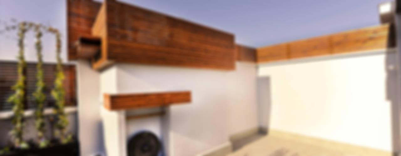 Ático en Madrid Balcones y terrazas de estilo mediterráneo de UNJARDINPARAMI Mediterráneo