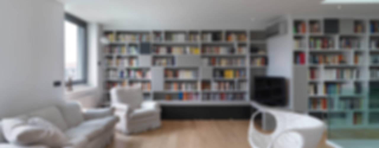 Recupero Sottotetto - Duplex 1 Soggiorno moderno di enzoferrara architetti Moderno
