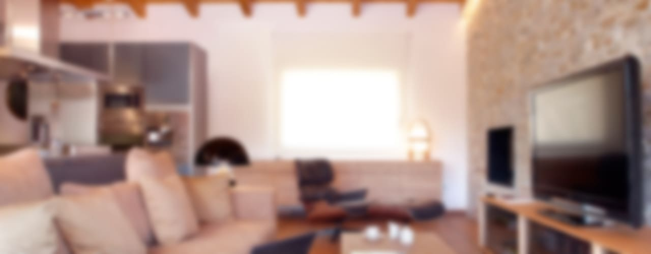 Salas de estar rústicas por The Room Studio Rústico