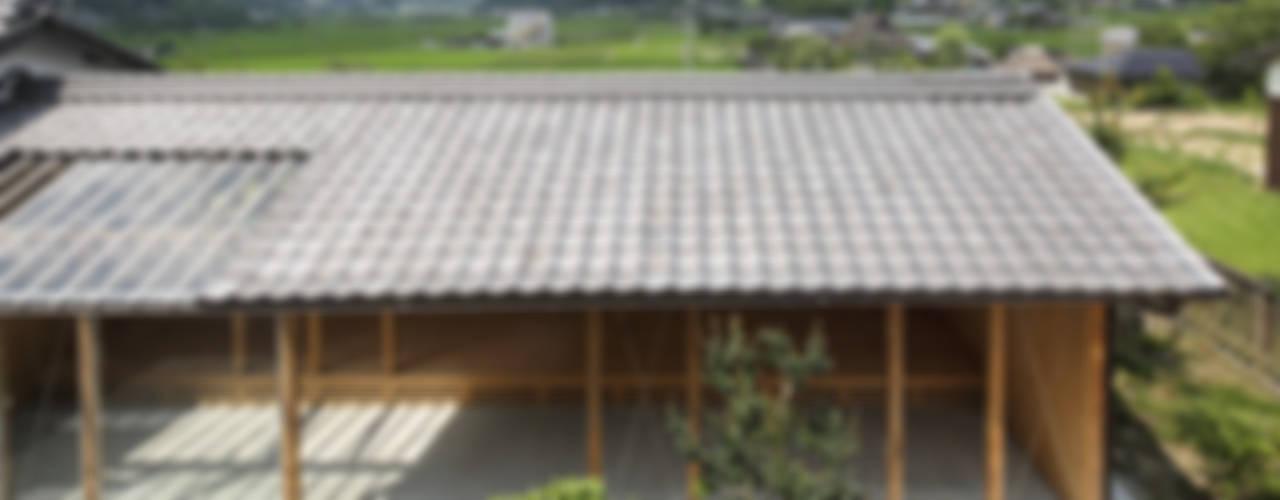 Garage/Rimessa in stile rurale di eu建築設計 Rurale