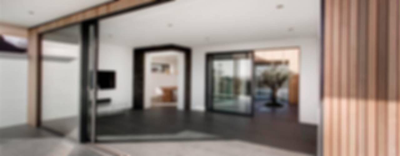 AR Design Studio- 4 Views Balcones y terrazas de estilo moderno de AR Design Studio Moderno