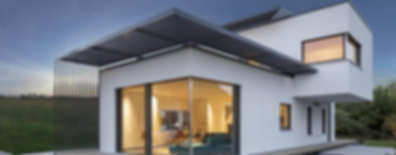 Casas de estilo  por LUXHAUS Vertrieb GmbH & Co. KG